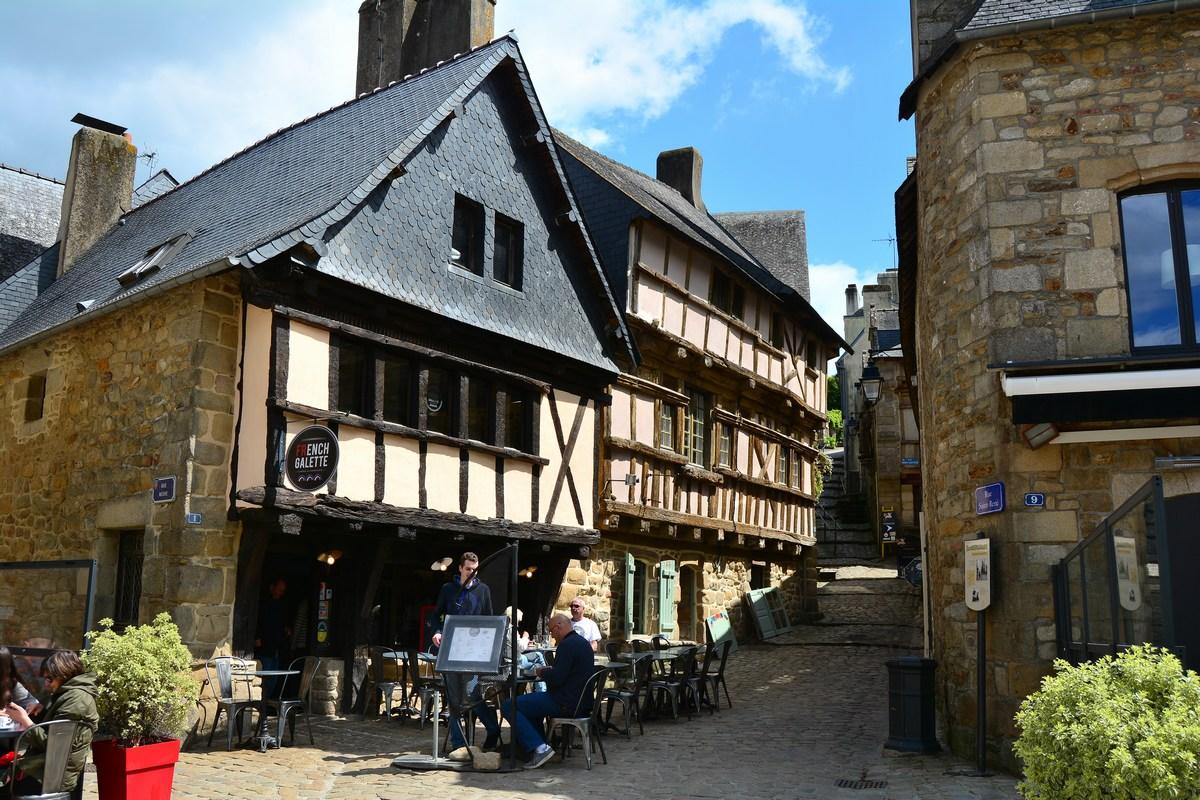 place Saint-Sauveur Saint Goustan