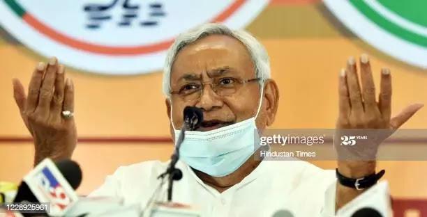 बिहार में नीतीश कुमार के लोकप्रियता ग्राफ में गिराव, फिर भी सीएम पद के लिए पहली पसंद