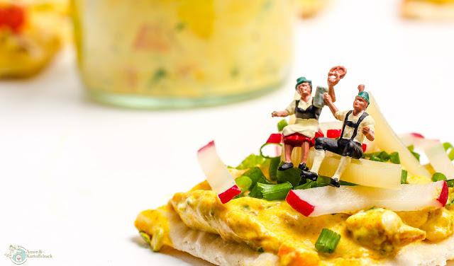 sonnengelber Frischkäseaufstrich mit Curry