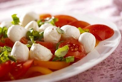 ensalada mozzarella y tomate