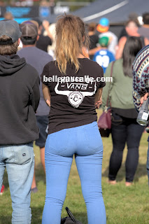 Rubia nalgona jeans