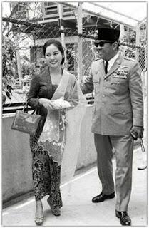 Ratna Sari Dewi Menikah Dengan Soekarno
