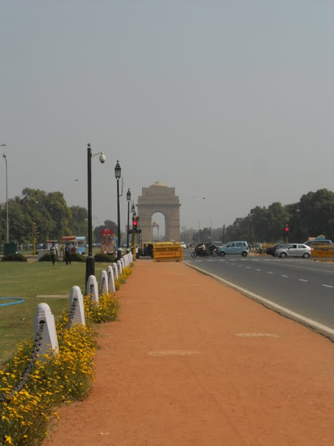 What to do in Delhi India: Walk on the Rajpath to India Gate