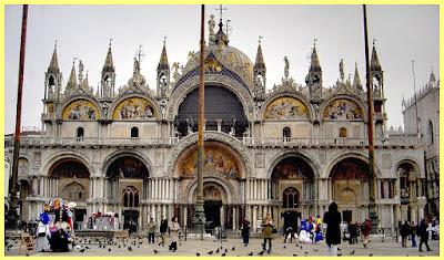 Fachada principal de la Basílica de san Marcos en Venecia