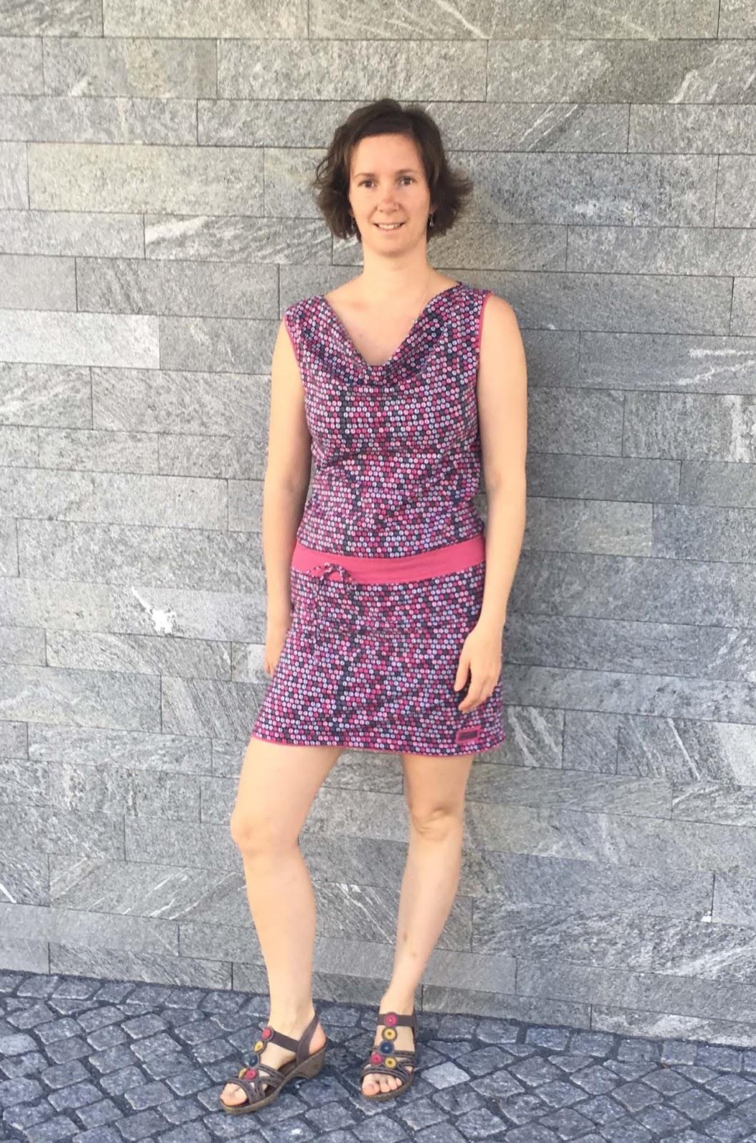 Monis Wirkstatt: Wasserfall-Jersey-Kleid für meine Schwester
