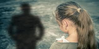 Πλημμέλημα Ο Βιασμός Τέκνου Από Τον Μπαμπά Η Την Μαμά... Θα Παίρνει Και Συνεπιμέλεια;;;