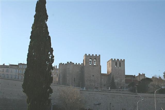 Abadia Saint-Victor vista de longe