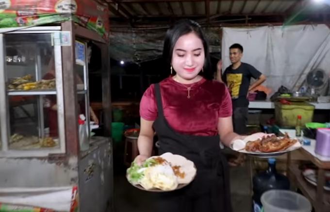 Wanita Cantik Penjual Nasi Bebek Goreng ini, Laris Diserbu Pembeli ~ Kecantikan Wanita