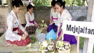 Sesibuk Apapun Wanita Bali, Dia Tak Akan Pernah Lupa Memikirkan Orang yang Dia Sayangi