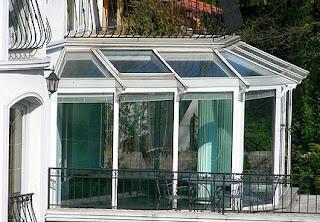 Télikert és üvegház a teraszon