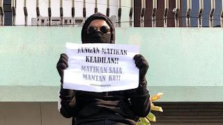 Tulisan Kocak Waktu Demo Mahasiswa di Depan Gedung DPR 2