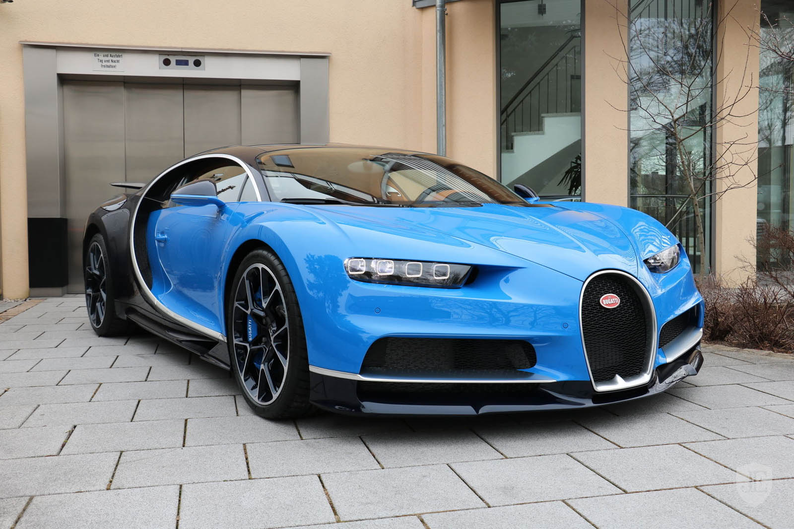 want a bugatti chiron this one can be yours for just 4 million carscoops. Black Bedroom Furniture Sets. Home Design Ideas