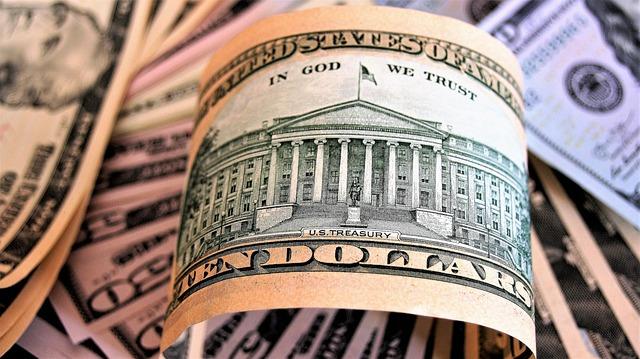 Доллар отскакивает после выступления Пауэлла, но не удерживает прибыль