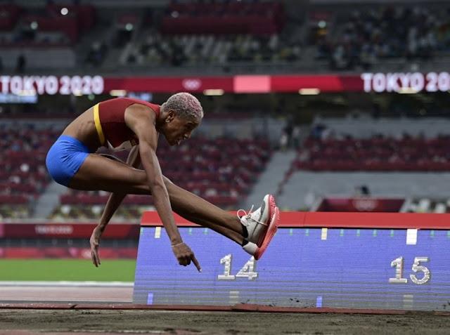 OLIMPIADAS: Yulimar Rojas impuso récord Mundial con 15.67m y se llevó la medalla de Oro.