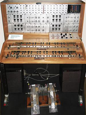 El Mixturtrautonium construido por Fachhochschule der Deutschen Bundespost Berlin entre 1982 y 1988 para Oskar Sala