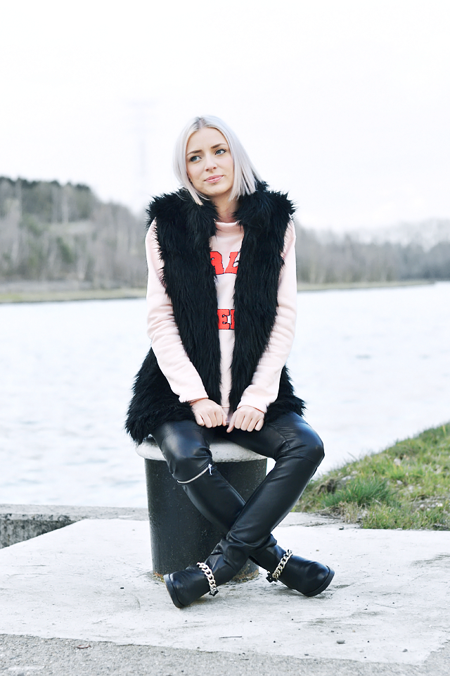 Bershka fur jacket, Noisy may pastel pink sweater, Zara leather, zipper, trousers, Zara biker chain boots. Balenciaga inspired