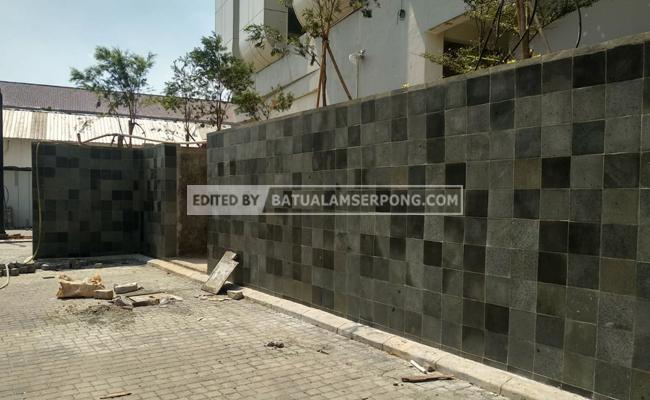 dinding batu andesit