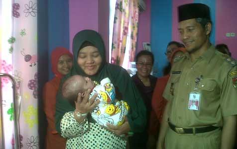 Jangan Asal Adopsi Anak, Ini Hukumnya dalam Islam!