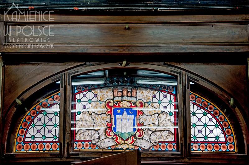 Ziębice. Wnętrze. Architektura. Witraż. Herb miasta.