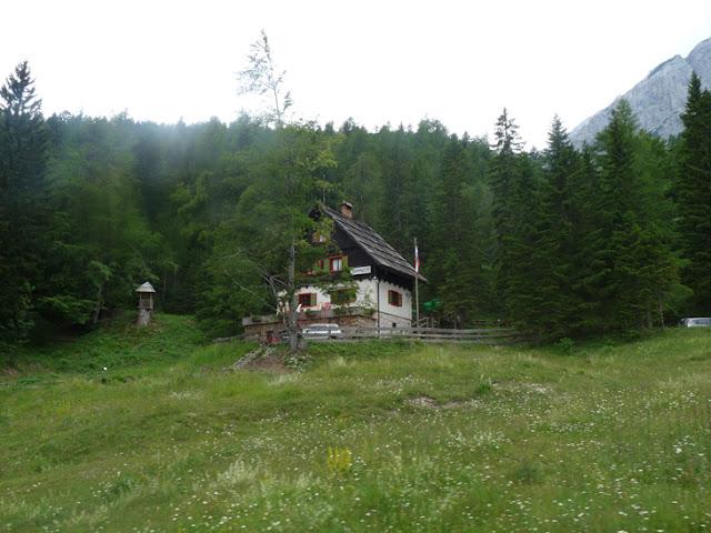Foto del Paso de Vrisic. Arquitectura tradicional eslovena. Ruta en autocaravana por Eslovenia | caravaneros.com