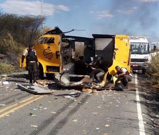 Bandidos explodem carro-forte em rodovia do Sertão