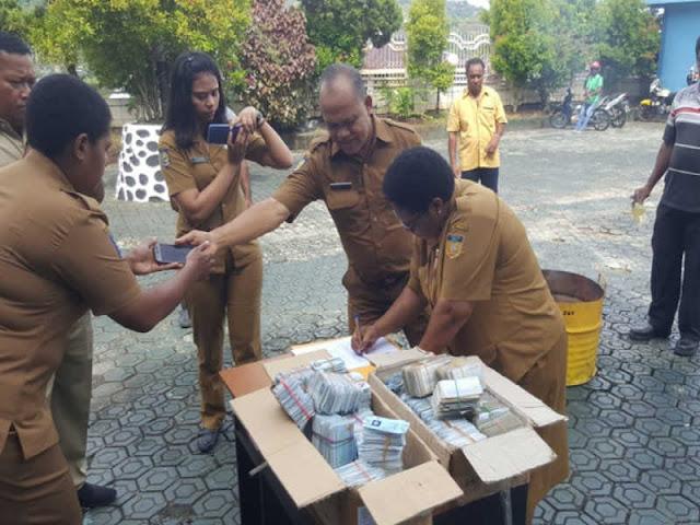 Dinsosdukcapil Papua Musnahkan 36.000 KTP Elektronik Rusak