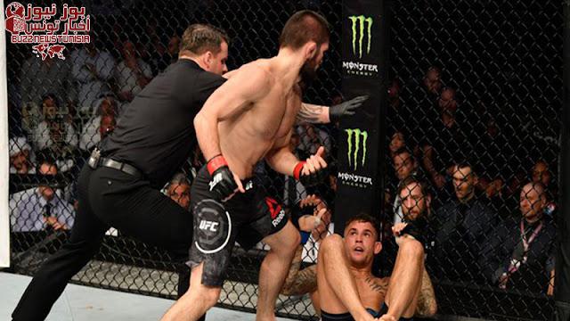 """حبيب نورمحمدوف يهزم داستن بوارييه """"خنقا"""" و يفوز ببطولة العالم لإتحاد UFC ليحافظ على لقبه ويسجل رقم جديد ب 28 أنتصار من غير خسارة"""
