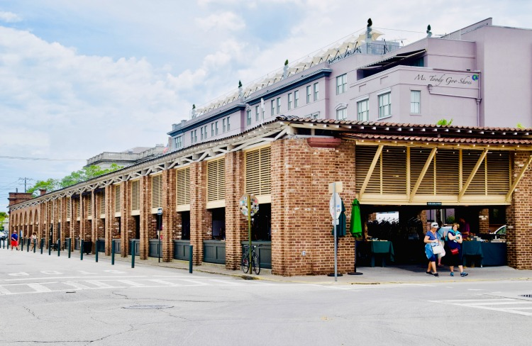 10 Things To Do In Charleston: #1 - Shop at City Market | Ms. Toody Goo Shoes #Charleston