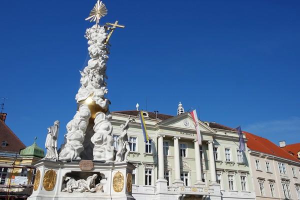 baden bei wien dreifaltigkeitssäule rathaus mairie colonne trinité hauptplatz