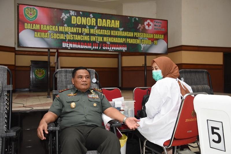 Pangdam Bersama Prajurit Dan PNS Kodam III/Siliwangi Beramai-Ramai Donorkan Darah