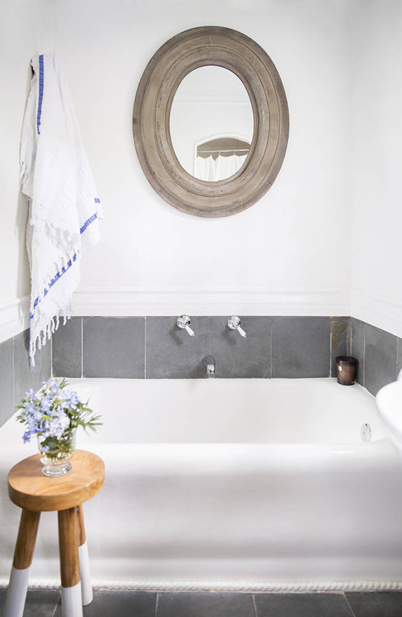 10 BEST: Striped bath towels | Image by Brittany Ambridge via Domino