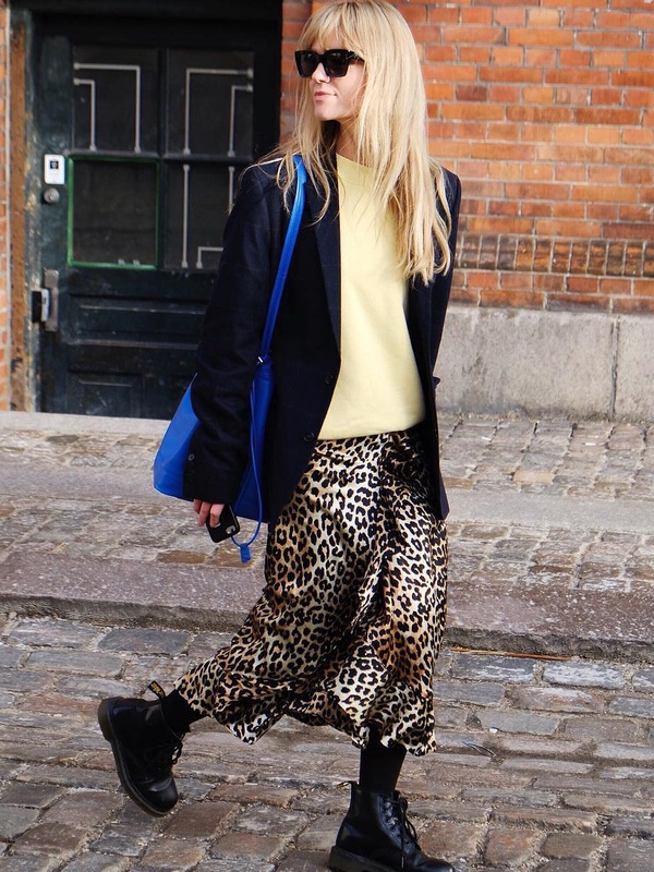 How to wear leopard skirt