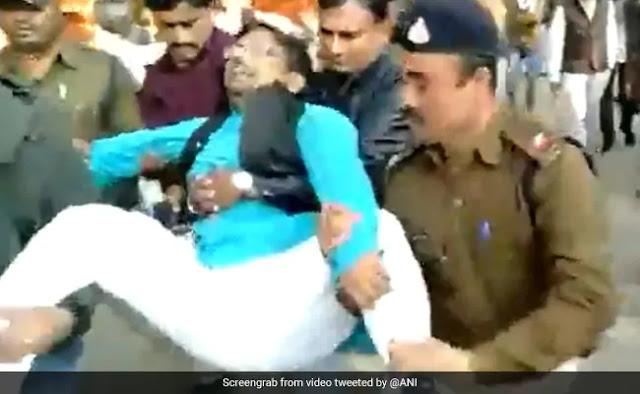 कमलनाथ के मंत्री ने शिकायत लेकर पहुंचे कांग्रेस के ही किसान नेता को दुत्कारा, फिर टांगकर निकाल दिया गया बाहर