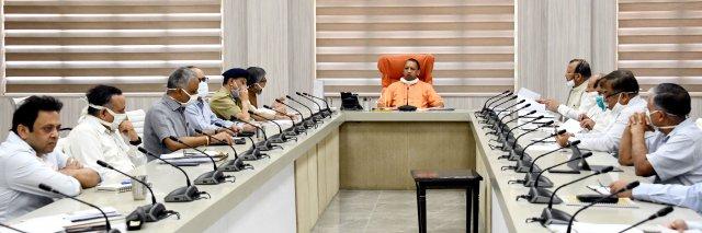 मुख्यमंत्री योगी ने प्रवासी कामगारों/श्रमिकों को ले जा रहे वाहन के दुर्घटनाग्रस्त होने का संज्ञान लिया