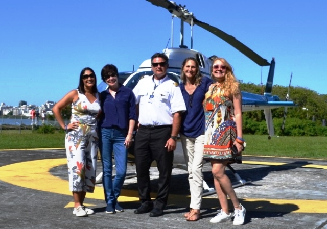 Da esquerda para a direita: Regina Oki, Lilian Azevedo, Piloto Frank, Ana Morize e eu