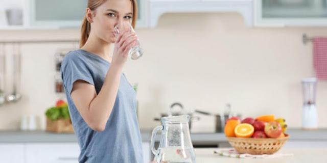 Topla voda i kokosovo ulje poboljšavaju probavu