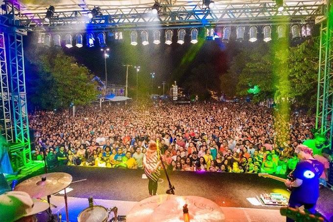Natal Iluminado - Uma multidão prestigia show de Aline Barros em Caxias