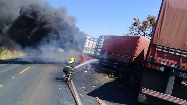 Motorista de São Gonçalo do Sapucaí envolve em acidente grave entre três veículos em Patrocínio, MG - Fotos/reprodução: Alô Alô Cidade