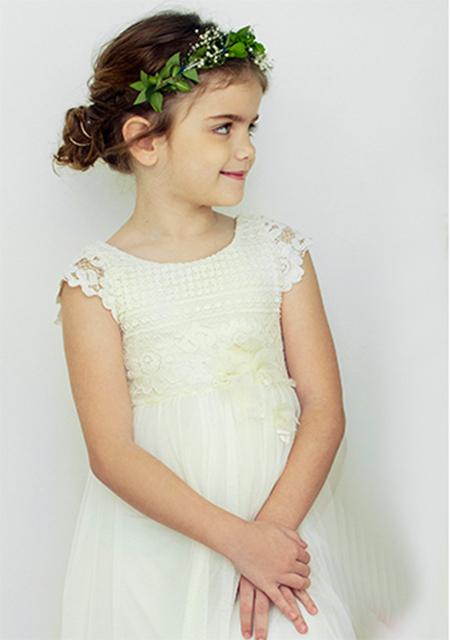 Vestidos blancos de fiesta moda verano 2018 para niñas.