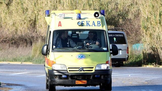 Τροχαίο ατύχημα στα Δερβενάκια με εγκλωβισμένους