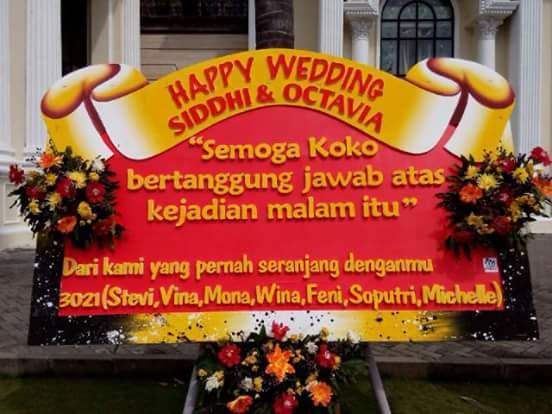 Waduh, Bagaimana Bila Saat Pernikahanmu Dapat Karangan Bunga Gokil Seperti ini?