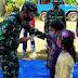 Koramil 0821/04 Gucialit dan Relawan Berikan Trauma Healing bagi Korban Bencana Gempa