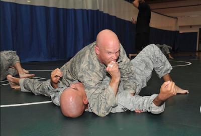 Teknik Clinch Fighting