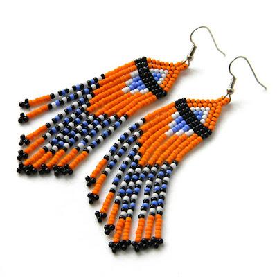Яркие оранжевые серьги из бисера