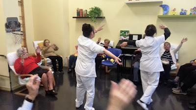 Auxiliars i usuàries d'Aviparc ballant