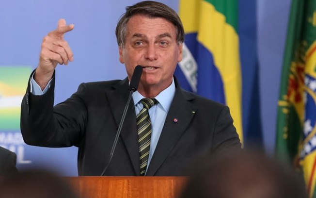 Bolsonaro decreta salário mínimo de R$ 1100 para 2021