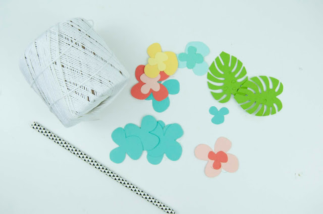 Mother's Day Paper Flower Lei Tutorial with Jen Gallacher for www.jengallacher.com #paperflowers #paperlei #lei #mothersdaycraft #jengallacher