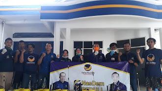 Cegah Covid-19, Pengurus Partai NasDem Karawang Semprotkan Disinfektan ke Kampung-Kampung