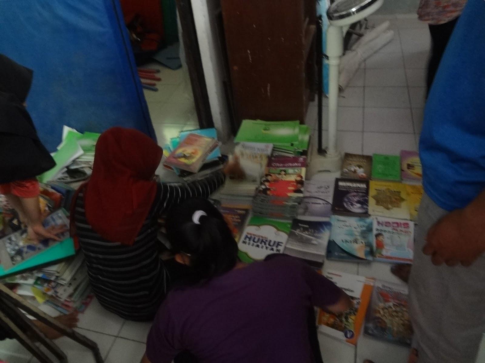 Book for Mountain kembali membantu pembangunan perpustakaan di SD Lebakherang