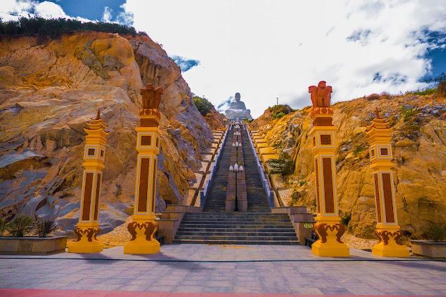 Tượng Phật ngồi lớn nhất Đông Nam Á tại Chùa Ông Núi Bình Định - Quy nhơn